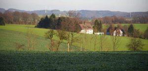 Landschaftlich reizvoll und bei Spaziergängern beliebt: die Kleine Höhe zwischen Nevigeser Straße und Schanzenweg. Hier will die Stadt Wuppertal bis Ende 2017 Baurecht für die Errichtung einer Forensik schaffen.